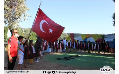 ÖZGE AİLESİ İLKOKUL MEZUNLARINI UĞURLUYOR...